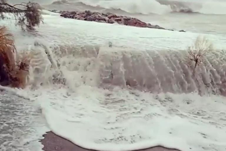 Κυκλώνας Ζορμπάς: Εικόνες απίστευτης καταστροφής σε Εύβοια και Πελοπόννησο!