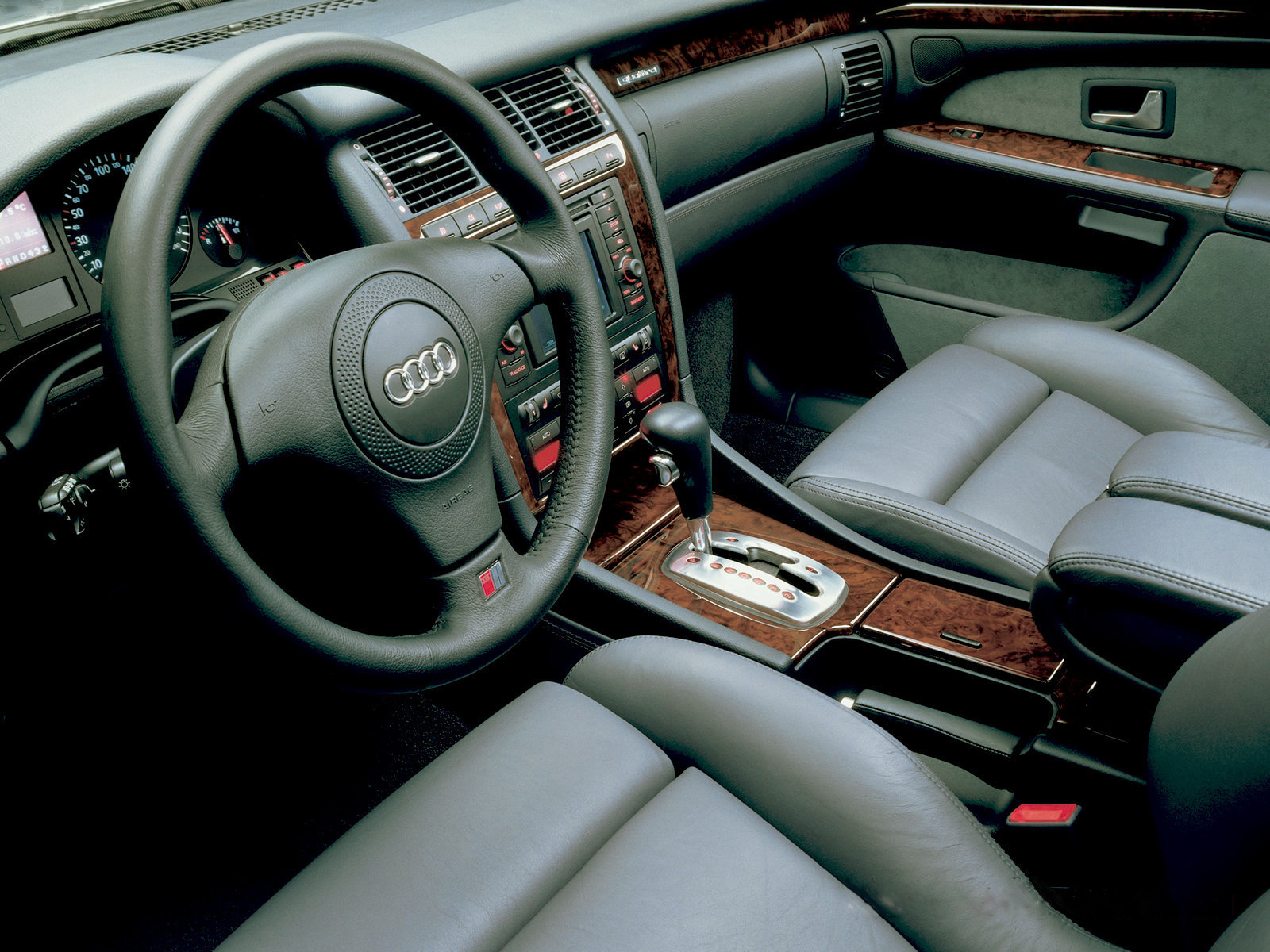 Kelebihan Audi A8 2000 Perbandingan Harga