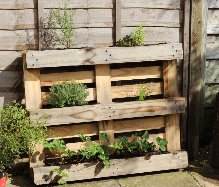 Floral And Feather: Easy DIY Pallet Herb Planter