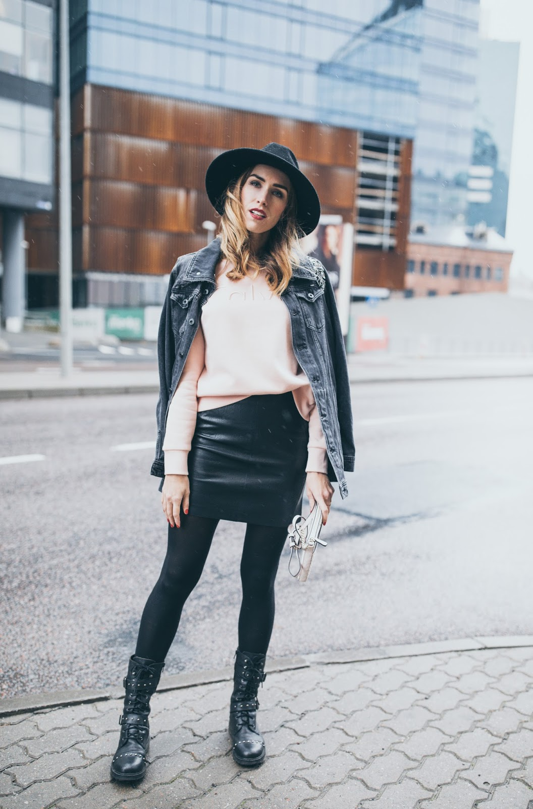 sweatshirt skirt fall outfit