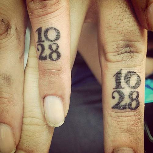 finger date tattoo for couples tarih sevgili dövmesi parmak