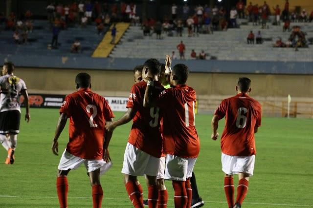 Vila Nova goleia o Anápolis e segue na liderança do Grupo A
