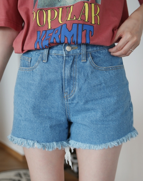 Fringed Hem Mid Rise Denim Shorts