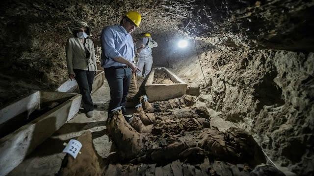 Descubrimiento «sin precedentes»: Hallan 17 momias en el centro de Egipto