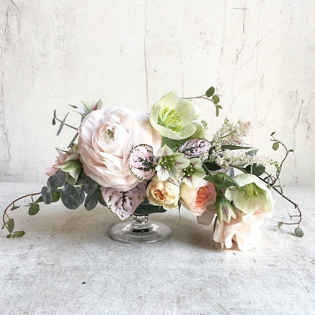 les fleurs : compote arrangement : ranunculas, garden rose, angel vine, button fern : pale pink & green