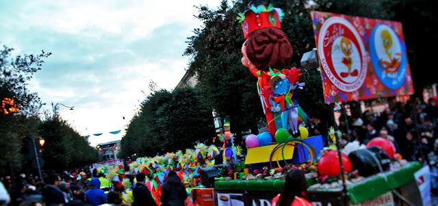 maschere, carri di carnevale, gente mascherata, colori, Titti, corso, Corato, alberi, carnevale 2018