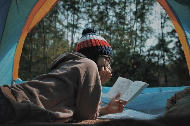 Omniworyzm może przejawiać się w gustach literackich - fot. Lê Tân / unsplash.com CC0 1.0