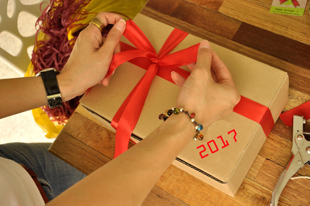 New Year Gifts Packing