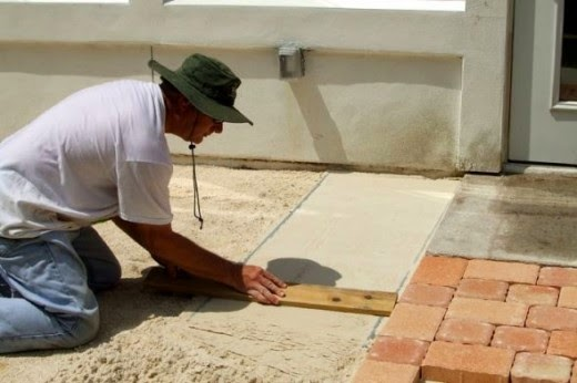 leveling the step 2 leveling sand for patio stone pavers project