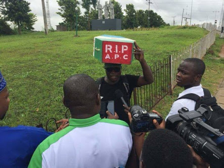 Man Who Trekked In Support Of APC In 2015 Says They've Failed, Now Trekking Against APC (Photos)