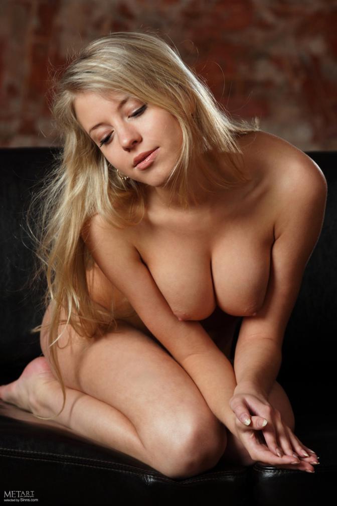 Fotos da loira novinha e gostosa Barbara pelada no met-art