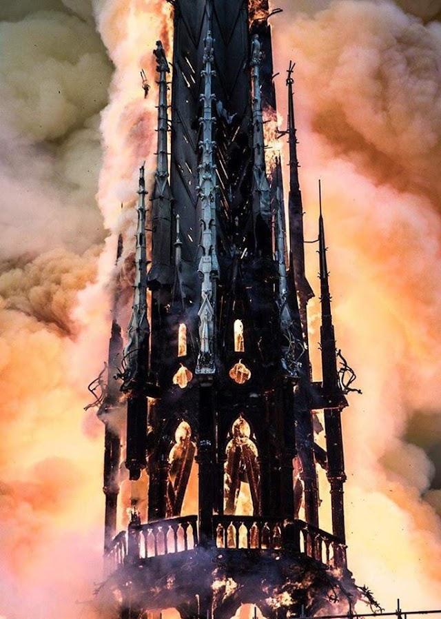 Горит Notre Dame de Paris
