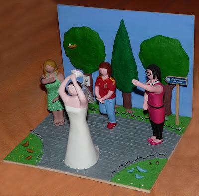 Maqueta personalizada - regalo de boda - novia tirando el ramo