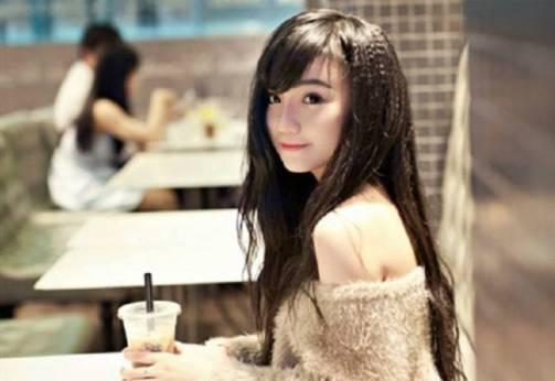 Nguyen Thi Hai Yen  Gadis Cantik Vietnam rajin mencuci Piring