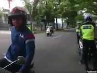 Seorang Pria Lakukan Hal 'Nekat' Awasi Pungli Saat Razia Polisi, Tapi Ini yang Terjadi