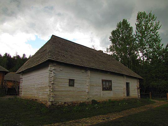 Chałupa świętokrzyska w Kakoninie z początku XIX wieku.