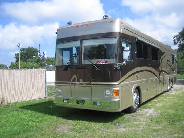 used rvs 2001 featherlite vogue diesel pusher for sale by owner. Black Bedroom Furniture Sets. Home Design Ideas