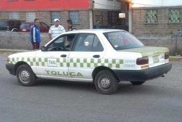 Vehículos y autos de cuatro puertas