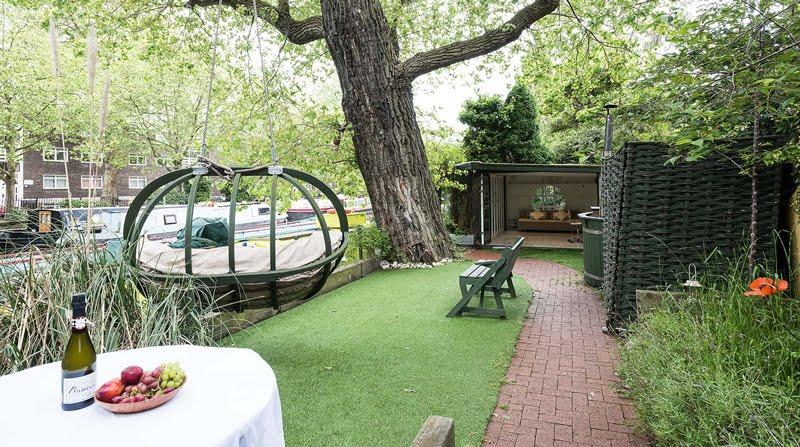 Dormire nelle case più belle di Londra la casa galleggiante a Little Venice giardino