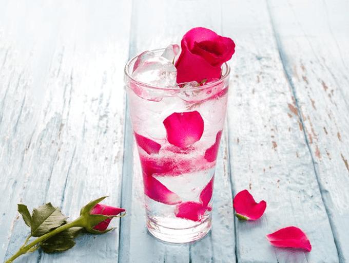 água-de-rosas
