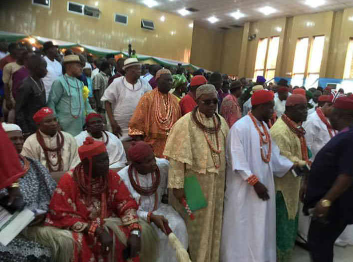 Video: Urhobo kings walk out on Osinbajo during town hall meeting in Delta State