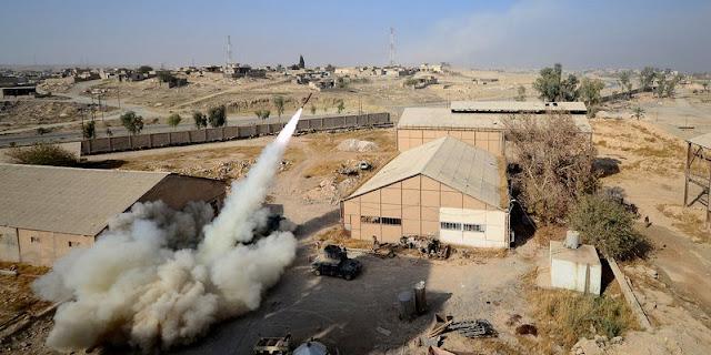 Uma semana depois de sua divisão de tanques ter perfurado as defesas do Estado Islâmico ao sudeste de Mosul, um coronel do exército iraquiano diz que a luta para expulsar os militantes fora do seu reduto urbano está se transformando em um pesadelo