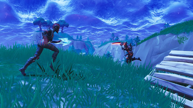 A screenshot showing two players fighting in Fortnite - Battle Royale
