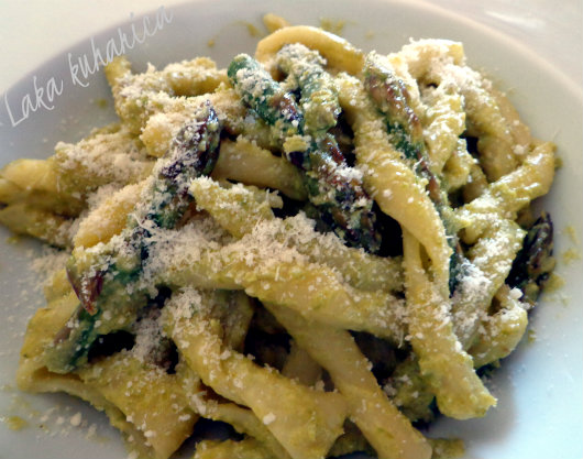 Pasta in asparagus sauce by Laka kuharica: smooth, silky and mild sauce makes any pasta special.