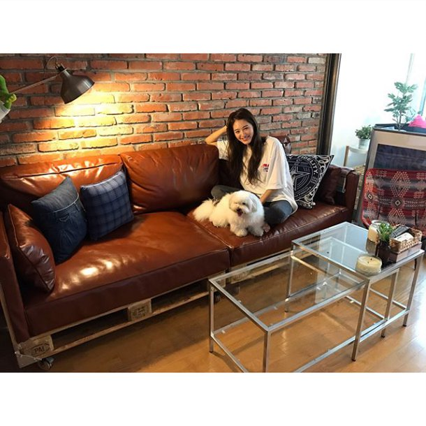 Jaekyung Shows Off Her Own Self Made Couch