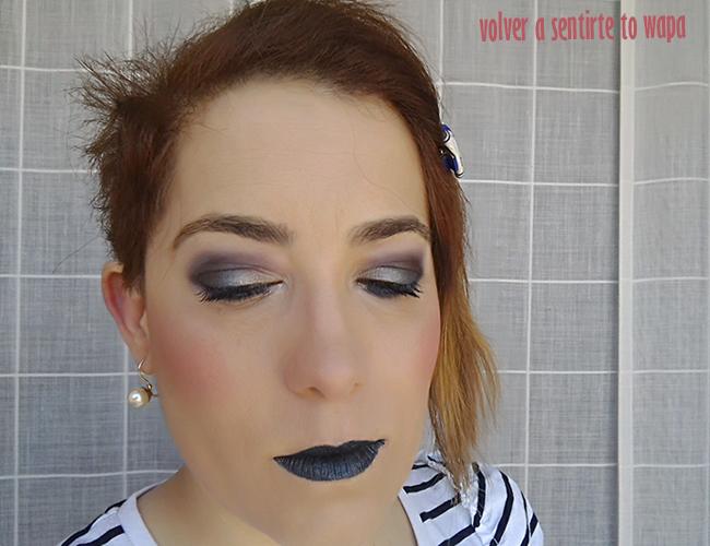 Maquillaje con labios azules y verdes metálicos
