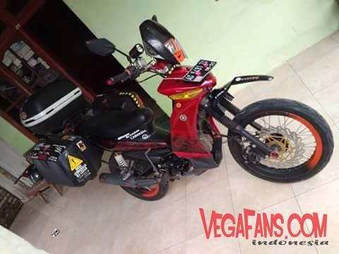 Vega ZR Warna Merah Modif Touring Tampak Samping