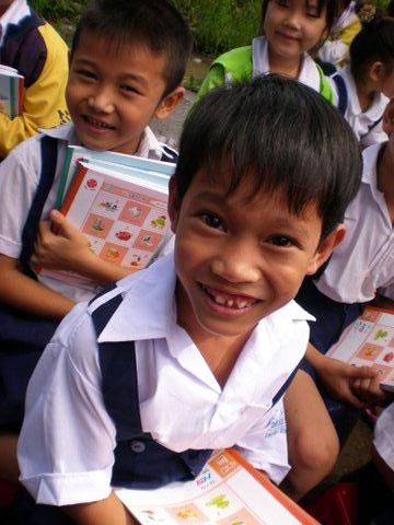 helpanorphan: Vietnamese Children Enjoy School Supply Delivery