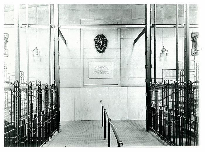Escaleras de acceso al vestíbulo de la Estación de Metro de Sol