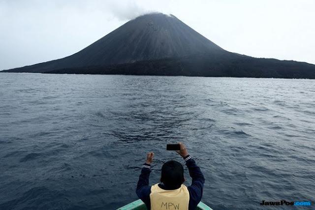 BNPB Sebut Abu Vulkanik Anak Krakatau di Pulau Seribu Membawa Berkah