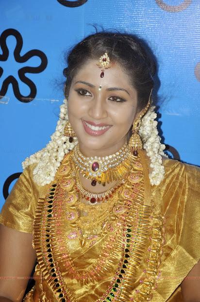 latest indian wedding silk saree jewellery