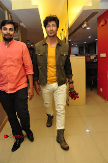 Vidyut Jamwal Adah Sharma Commando 2 Movie Team at Radio Mirchi 95  0015.jpg