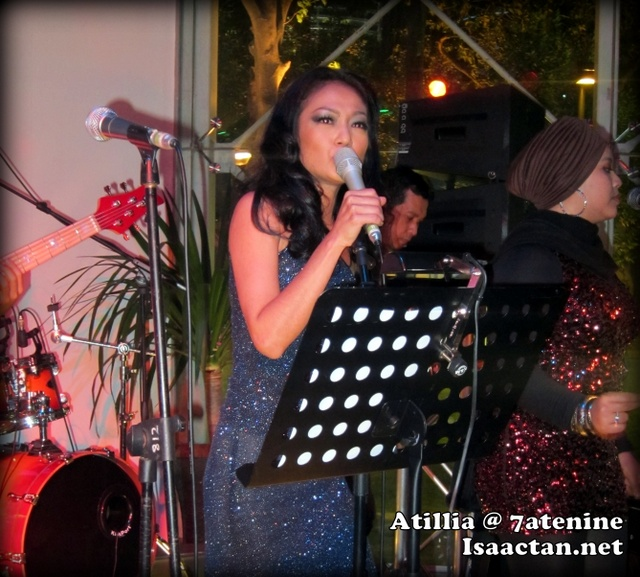 Atilia Jazz Singer Performing at 7atenine