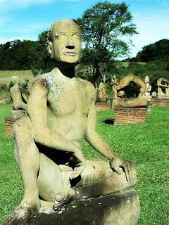 Mão no joelho - Jardim das Esculturas, Júlio de Castilhos (RS)