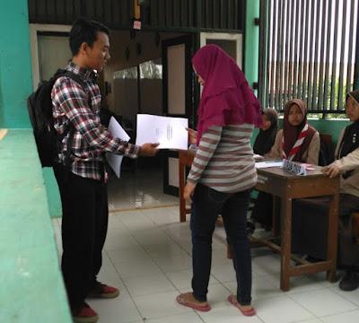 Terapkan Transparasi Keuangan, SMK Baitussalam Bagikan Hasil Audit Laporan Keuangan Sekolah Kepada Orang Tua Murid