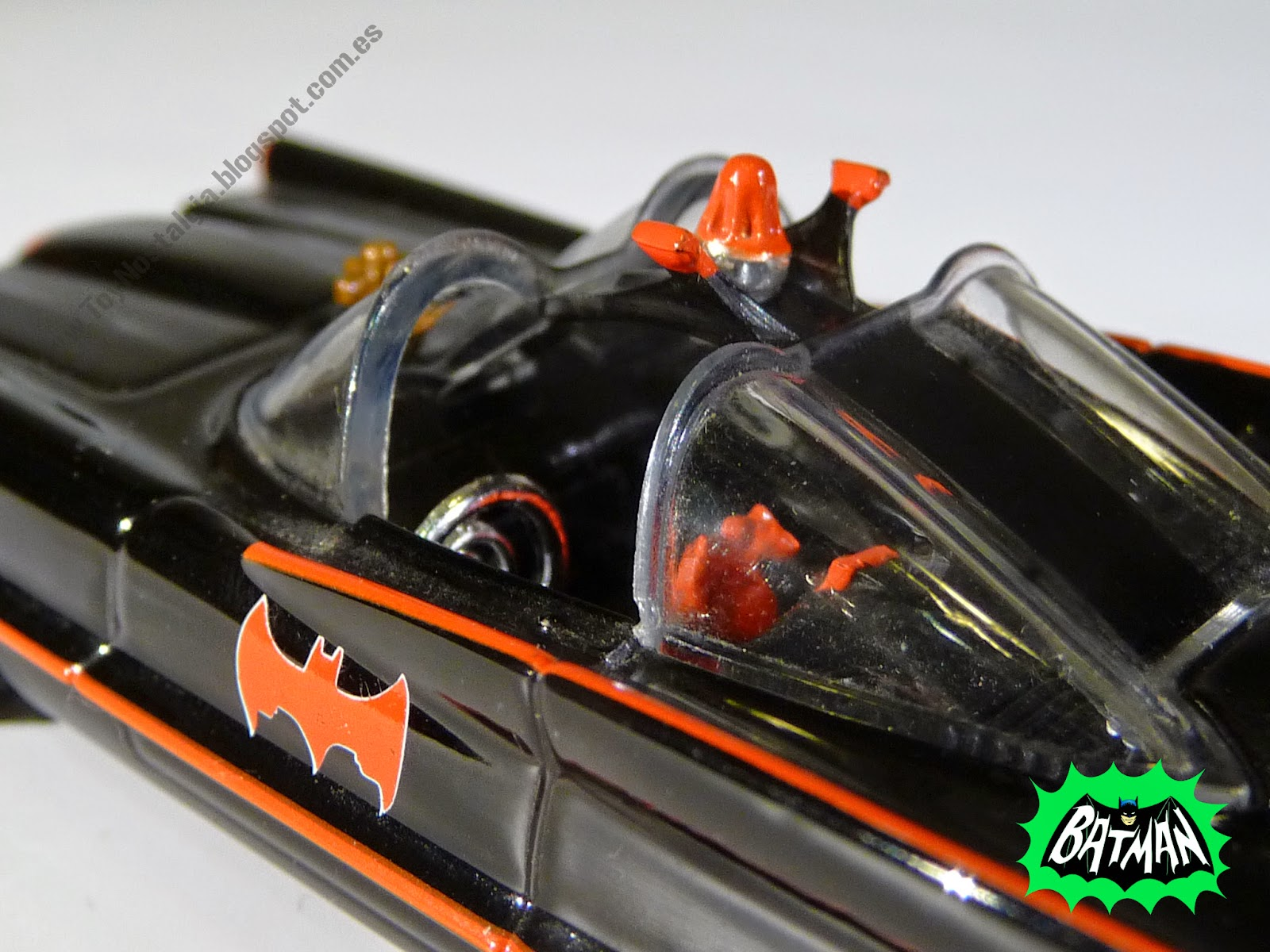 Hot Wheels Batman Batmobile 1966 TV Show 1:50 (2012)
