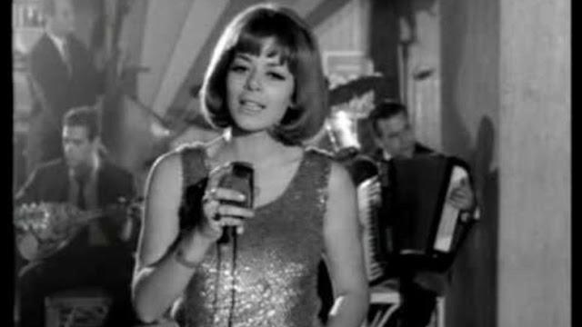 Έφυγε» από τη ζωή η τραγουδίστρια Έλενα Κυράνα