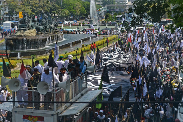 Massa Aksi Bela Tauhid 211 Bergerak Menuju Istana Merdeka