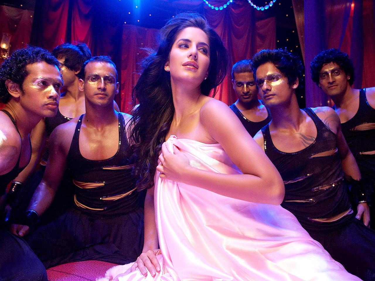 Katrina Kaifs Hot Belly Dance In Sheela Ki Jawani Item -2497