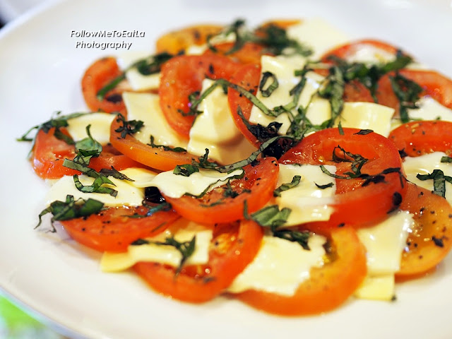 Oven Baked Tomatoes With Cheddar & Basil