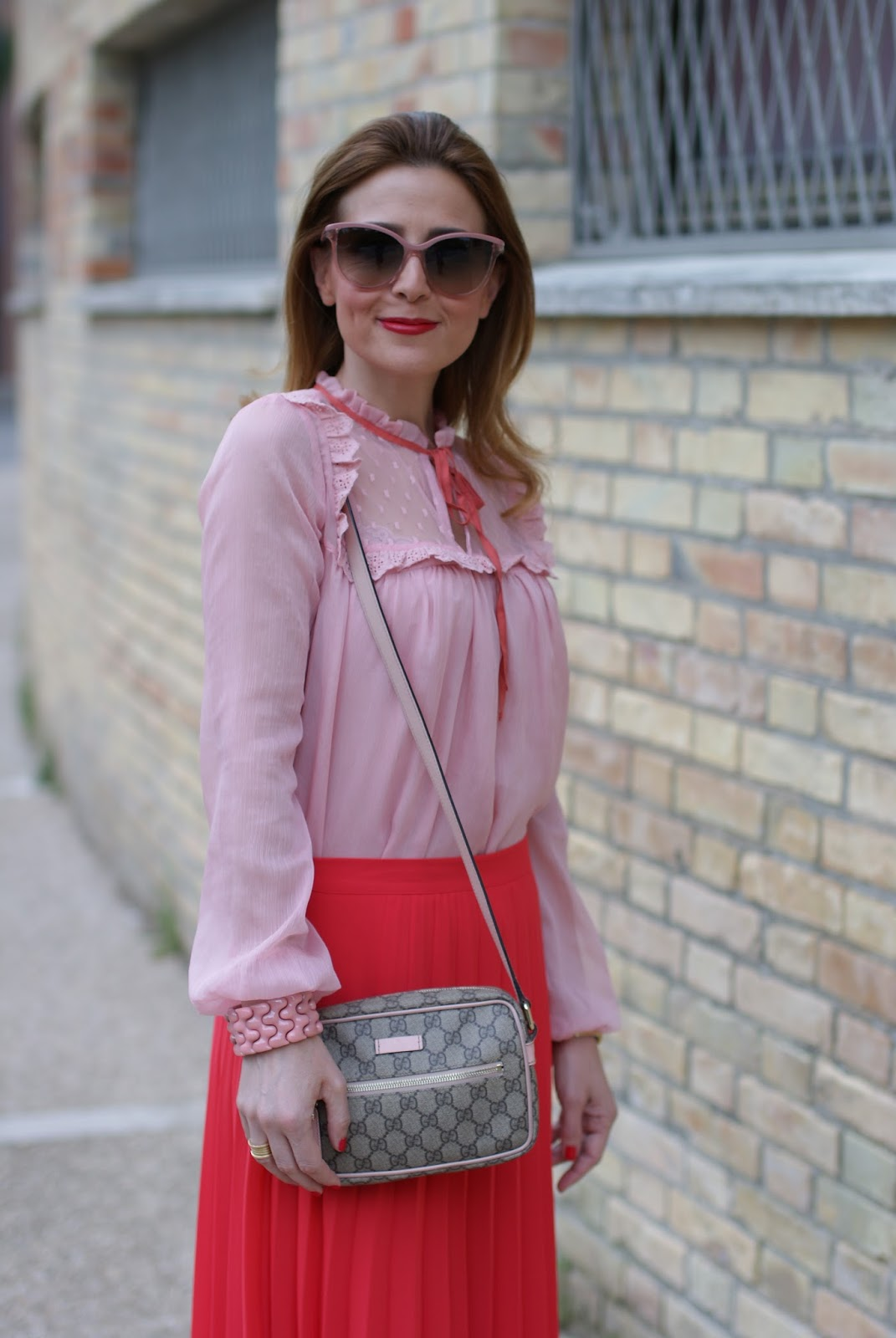 OVS camicia rosa con pizzo e nastro stile Gucci on Fashion and Cookies fashion blog, fashion blogger style