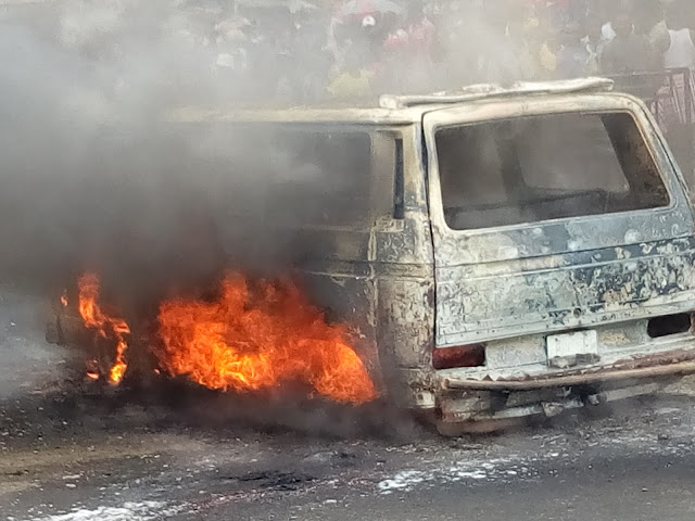 Fire Guts Down A Bus At Iwofe In Rivers State
