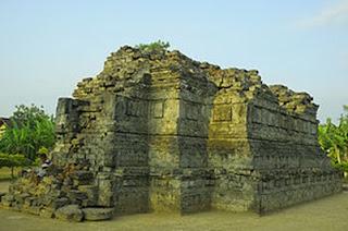 Candi Sanggrahan