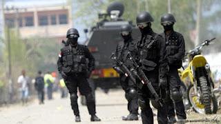 Densus 88 Berhasil Menangkap 3 Orang Kaki Tangan Alm Santoso - Commando