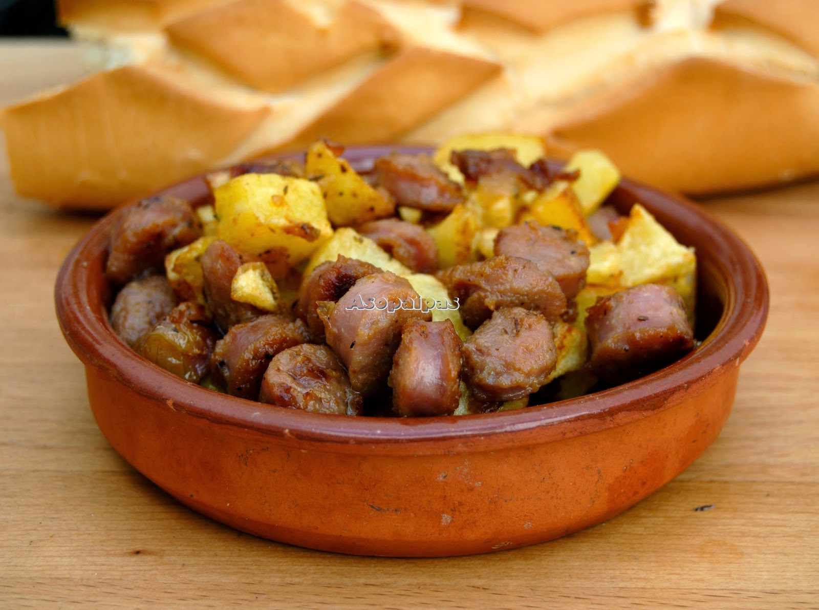Butifarra Blanca de Écija con Vino Manzanilla y patatas fritas