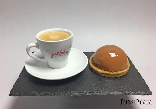 recette de dômes café et caramel, dômes café et coeur caramel, entremet au café, caramel beurre salé, Jones Brothers Coffee, glaçage miroir au café, dessert, pâtisserie, gâteau au café, patissi-patatta